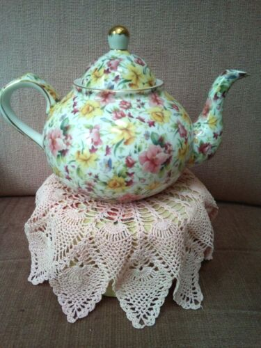 """Teapot Chintz Floral OLDE WORLD COLLECTION  Beautiful Teapot6"""" T & 3.5"""" Base"""
