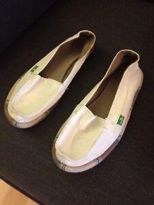 Brand new size 7 ladies Sanuk shoes