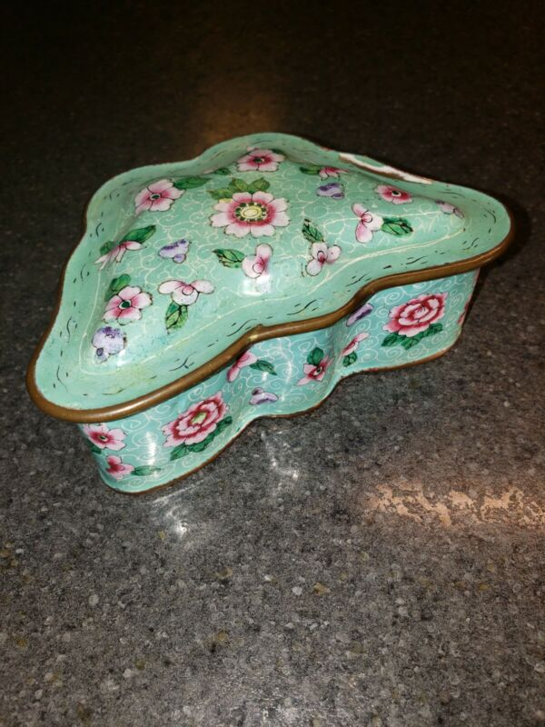 """Vtg. Chinese Cloisonné Butterfly Floral Trinket Box -BEAUTIFUL Enamel Chipped 5"""""""