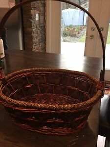 Deluxe Basket w Handle
