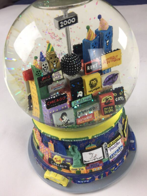 New York City 2000 Snow Globe Broadway Twin Towers Music Box Time Square