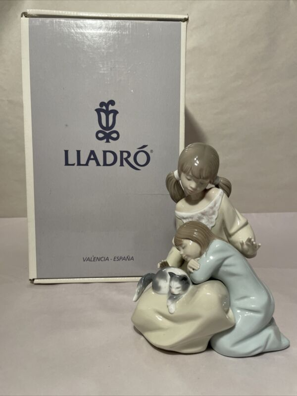 """LLADRO #1534 """"LITTLE SISTER"""" RETIRED FIGURINE MINT CONDITION WITH ORIGINAL BOX"""