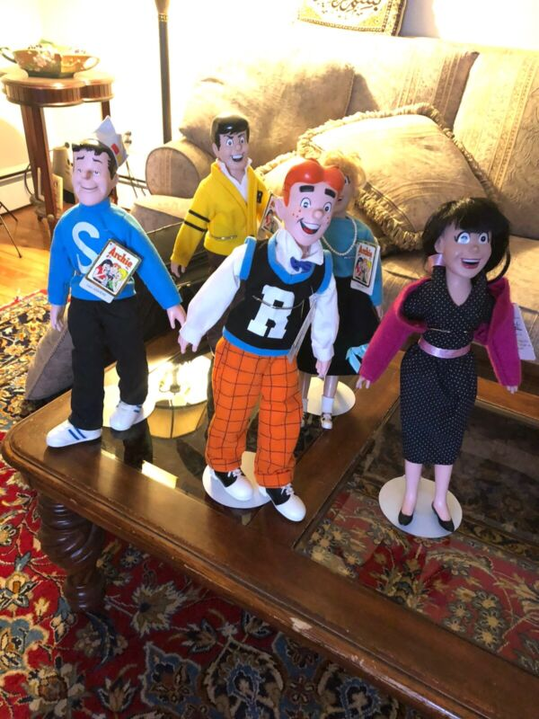 The Archies Vintage Dolls  New With Stands