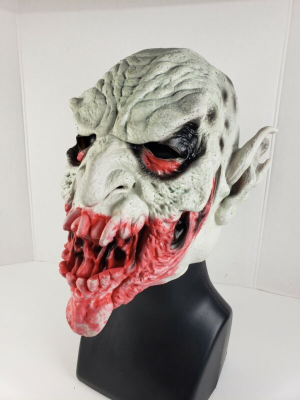 The Great Cover Up Inc. 1995 Vampire Mask Halloween New w/Tag
