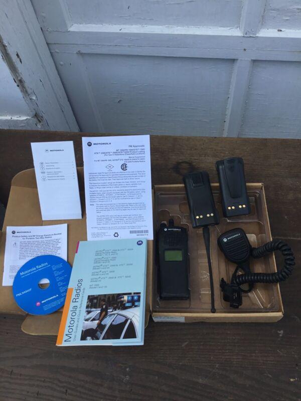 Motorola XTS1500 700/800 MHz Radio w/Antenna/Batteries Disc  Mic