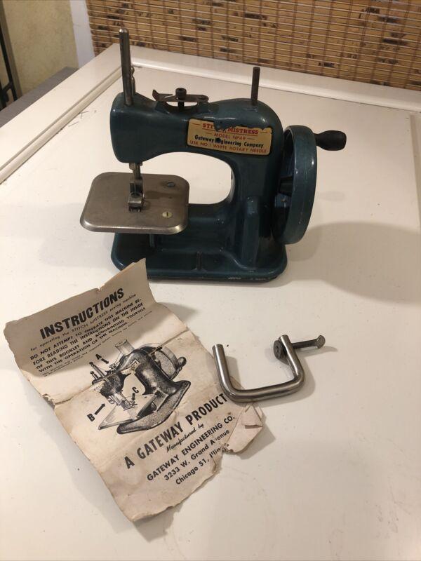 Vintage Stitch Mistress Child Sewing Machine Model No. 49 w/instructions & Clamp