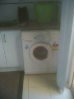 7 kg Whirlpool front load washing machine Benowa Gold Coast City Preview