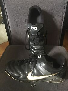 Nike size 5Y soccer cleat