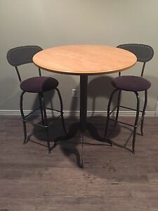 Konto - Amisco sit up table and 4 swivel stools