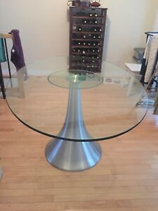 Modern Oval glass table with 6 chairs - NEW Price