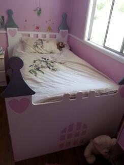 Single / King single girls castle bed