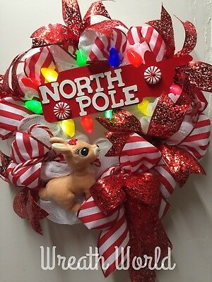 (NEW HANDMADE RED WHITE NORTH POLE RUDOLPH REINDEER CHRISTMAS WREATH WITH LIGHTS)
