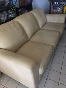 Ensemble de sofas beiges // beige sofas on sale