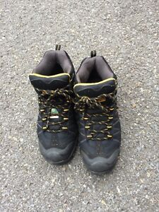 Mens boots size 8
