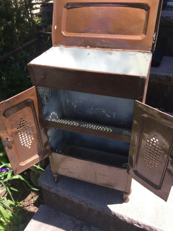 Vtg Metal 3 Door Bread/Pie Box/Safe Keeper Old Farm Tin Pantry Footed Primitive