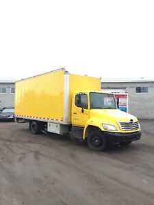 2006 Hino 258 Auto Hydraulic 22' Box w/ Ramp Straight Truck