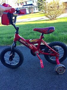 "Boy's 10"" Cars Bike - like new!!"