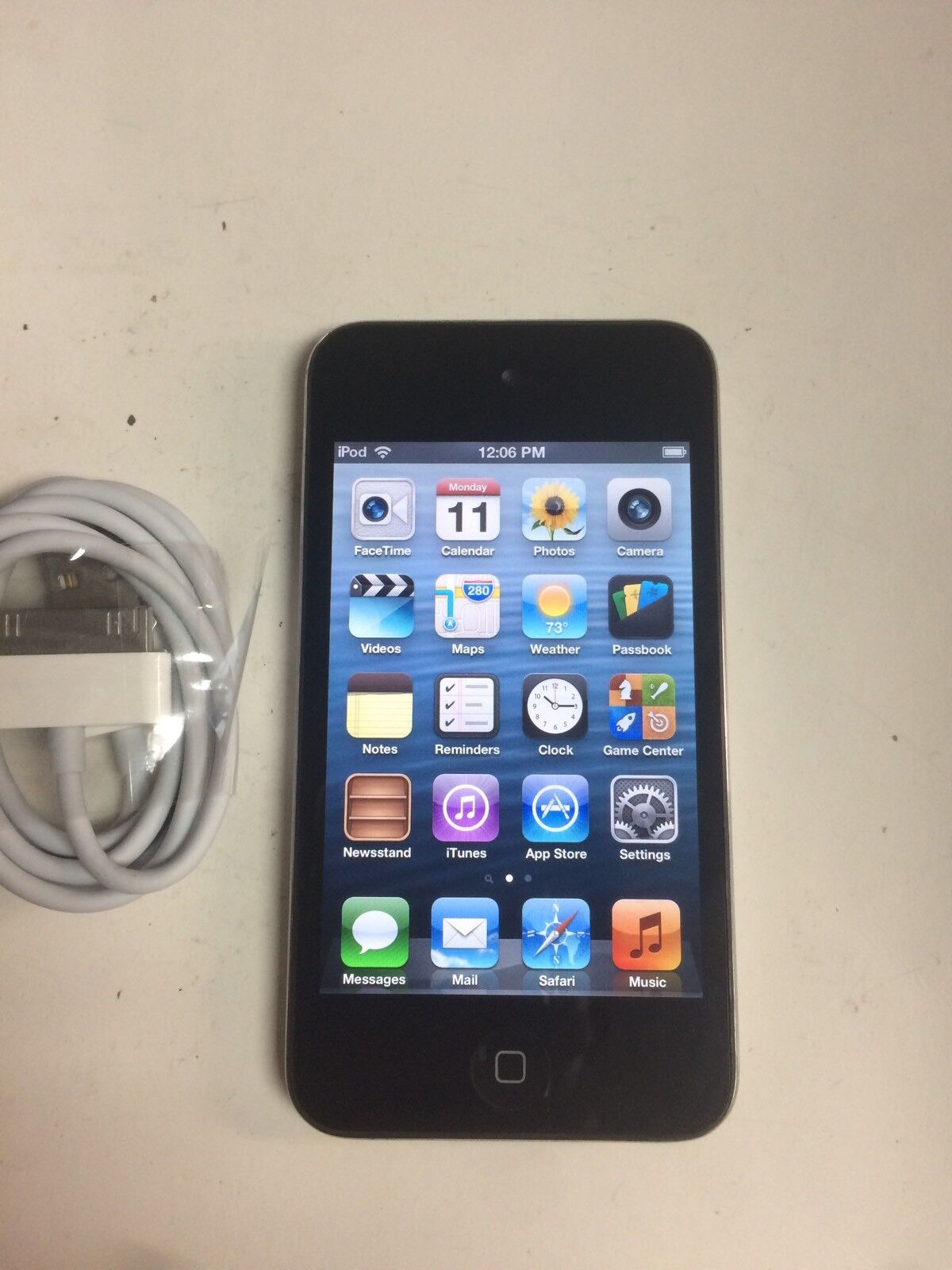 Ipod Touch - Apple iPod touch 4th Generation Black (8 GB) - Good Working Condition - N/C