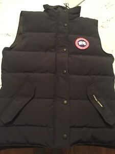 CANADA GOOSE authentic Women's  vest!! Brand new with tags!