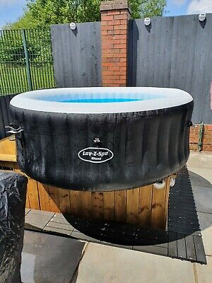 Lay-Z-Spa (Lazy Spa) 2-4 Person Inflatable Miami Hot Tub.