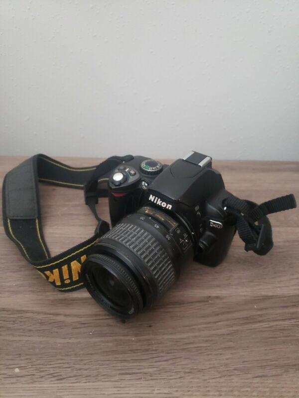 nikon d40 W:Nikkor 18-55mm Zoom Lens. May Need Repair. Battery Door Broken
