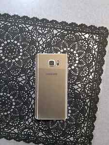 Gold Samsung Galaxy Note 5 with wireless charger Parafield Gardens Salisbury Area Preview