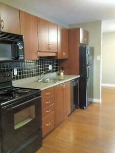 12 Royal Parkway #10 - 2 BR Condo by UNB, H&L, W/D, Parking™