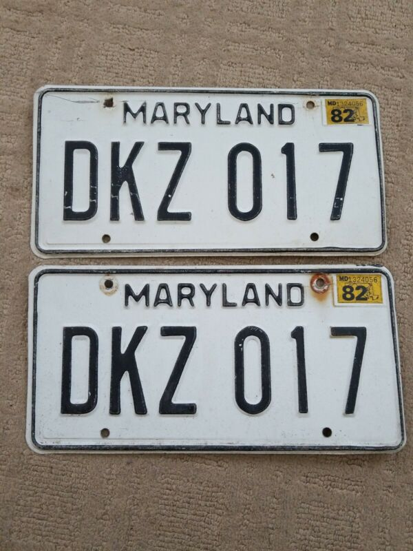VTG PAIR OF1982 MARYLAND LICENSE PLATE - TAG NUMBER  DKZ017