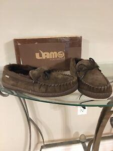 New in box men's lamo slippers