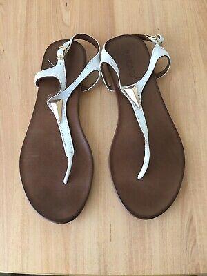 Inuovo White Toe Strap Sandal Size 38/5