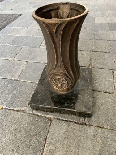 Vase In Bronze/Messing Sakral Friedhof Antik Grabstätte