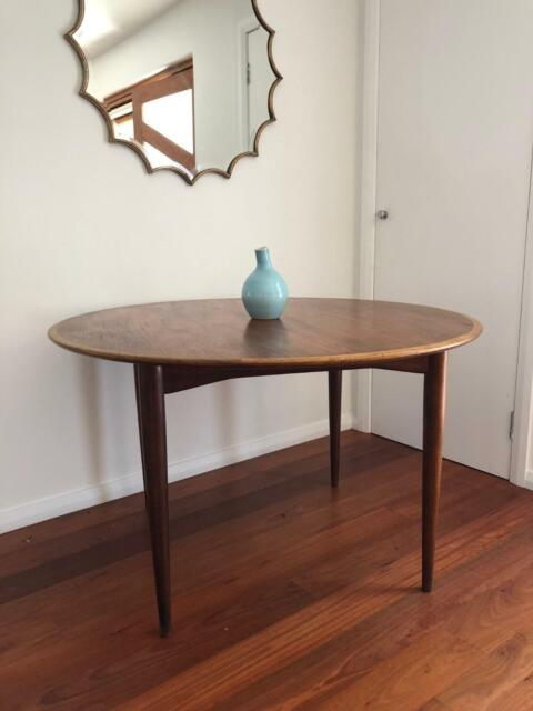 a2ff1b66e6981 Genuine Parker Mid Century Style Round Dining Table - Seats 4 ...