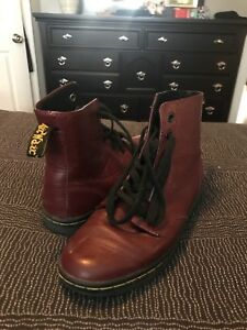 Like new doc Martin boots