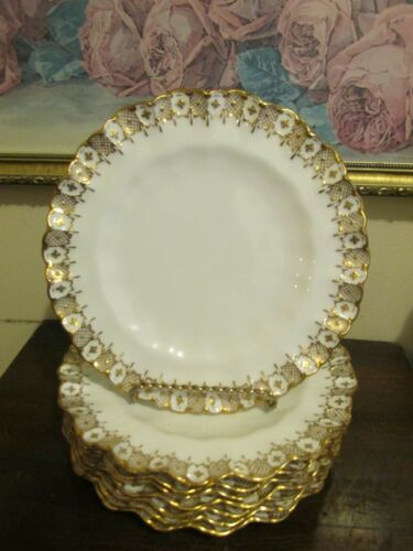 Royal Crown Derby Heraldic Gold England Wavy Edge Set Of 8 Luncheon Plate 8 3/4""