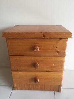 Bookshelves/drawers