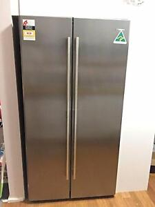 Side by Side Westinghouse fridge/freezer (near new condition) Wollstonecraft North Sydney Area Preview