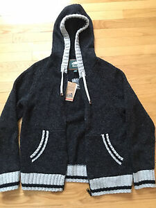 New Roots 40% wool sweater/hoodie - never worn