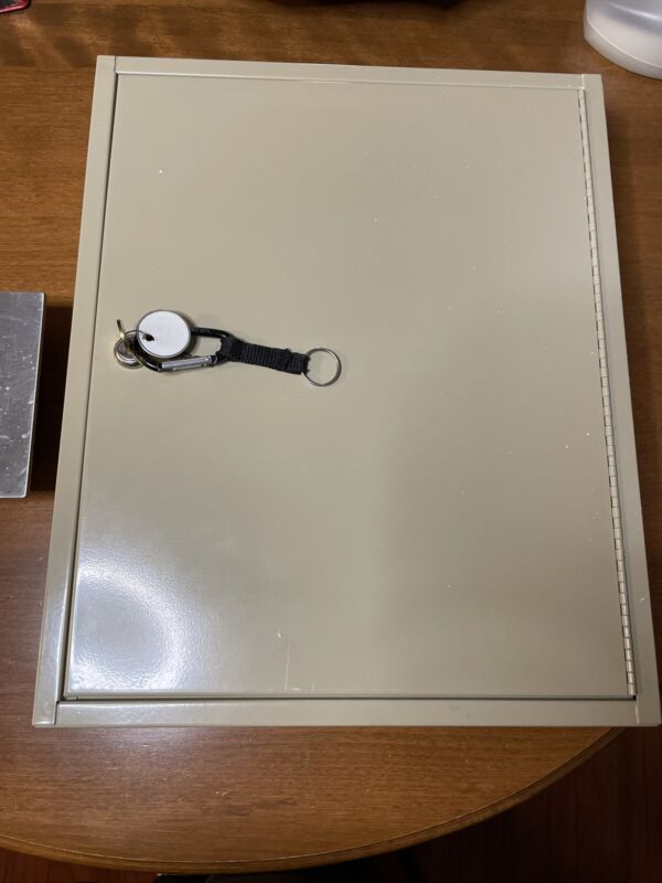 Major Metalfab Co. 60 Key Lockable Key Cabinet Wall Mount With Extra Key Tags