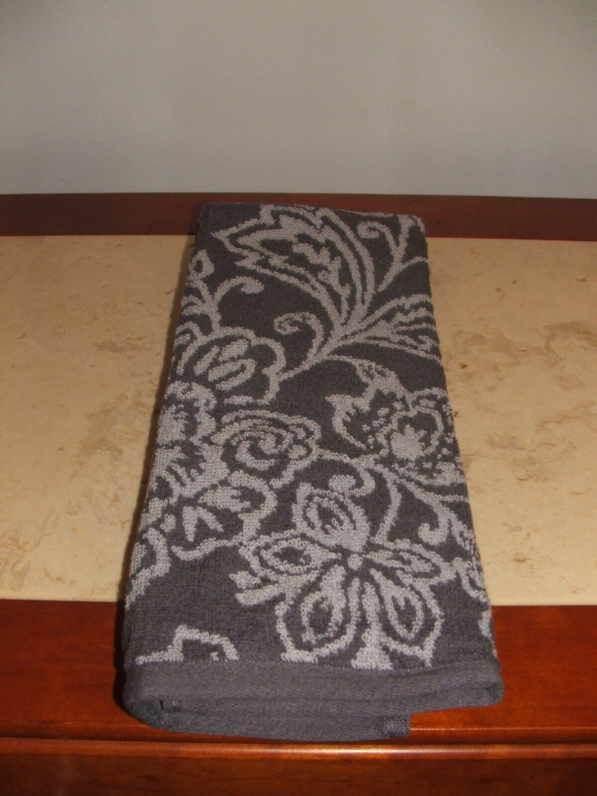 NWT $16 liz claiborne jaquard winter hand Towel  Towels Luxu