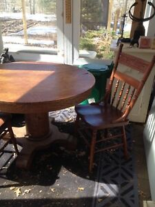 Table and two chairs/Parry sound