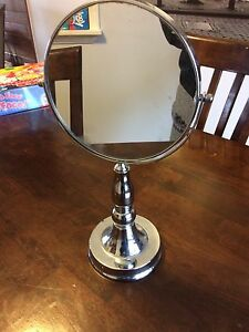 Double sided magnifying mirror