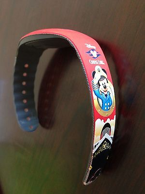 Disney CRUISE LINE Magic Band OCEANEER CLUB LAB Captain Mickey RED DCL WDW