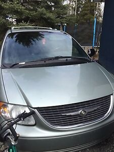 2004 Chrysler town and country limited AWD