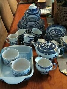 Blue Willow 8 person dinnerset Johnson Brothers England