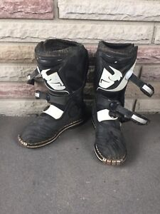 Kids motorcross boots. Brand Thor. Size 5. Good condition