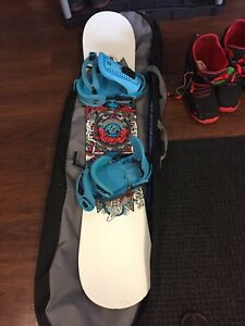 PRICE DROP—Burton White Collection Snowboard Package