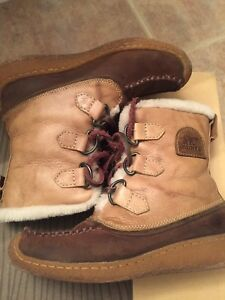 SOREL CHUGAS-X  - Ladies winter boots size 5  - EUC