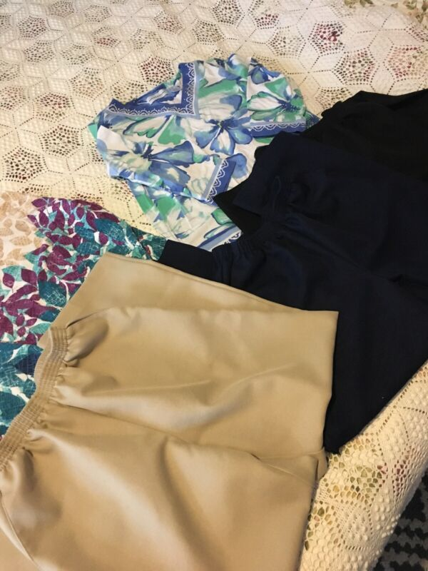 Reduced Price...Lot Of 5 Ladies Alfred Dunner Size 10P Pants And Size S Tops