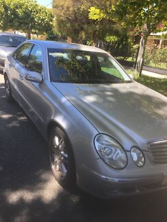 Mercedes E240 2003 - silver/chrome