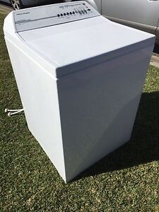 FISHER PAYKEL 7.5kg washing Machine - used by single lady only. St Andrews Campbelltown Area Preview